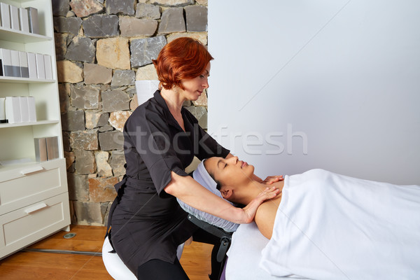 Foto d'archivio: Spalle · collo · massaggio · donna · mani
