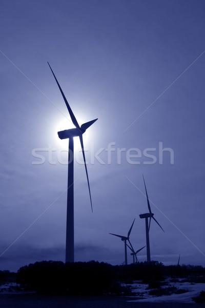 Moulin à vent rétroéclairage ciel bleu lumière technologie montagne Photo stock © lunamarina