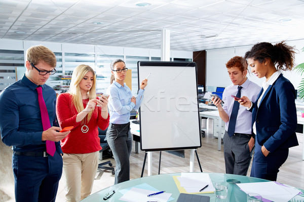 Mulher apresentação distraído pessoas telefone executivo Foto stock © lunamarina