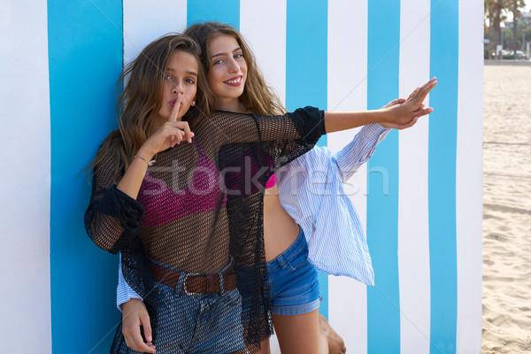 Mejores amigos adolescente ninas silencio dedo gesto Foto stock © lunamarina