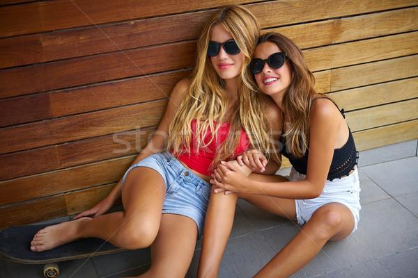 Teen dziewcząt skate Zdjęcia stock © lunamarina