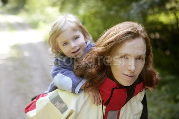 Hermosa rubio pequeño hija mamá forestales Foto stock © lunamarina