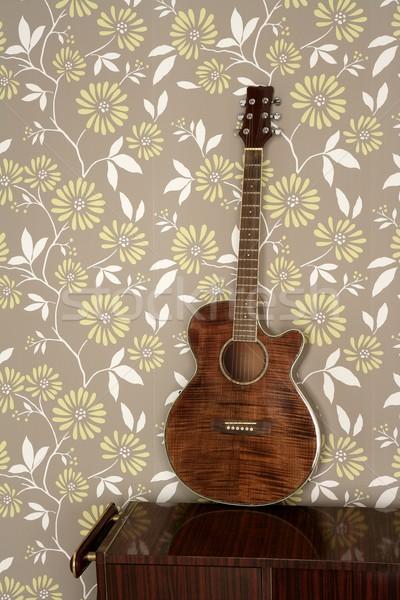 Guitare acoustique rétro vintage 60 wallpaper bois Photo stock © lunamarina