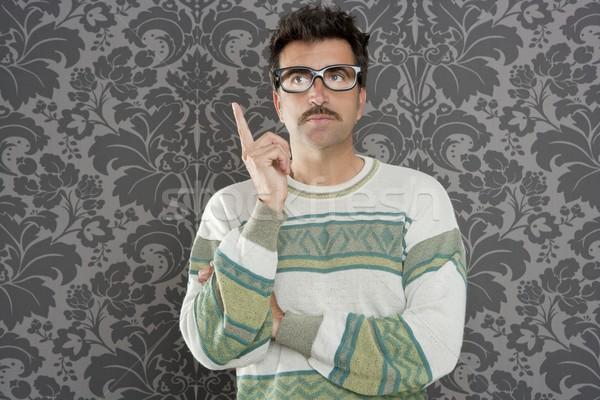 Stréber töprengő hülye férfi retro tapéta Stock fotó © lunamarina