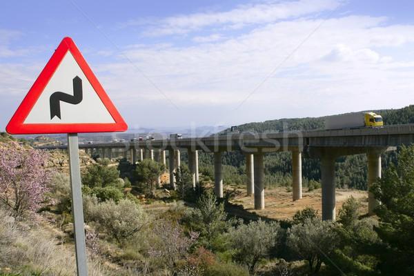 Podwoić krzywa znak drogowy sygnał most drogowego Zdjęcia stock © lunamarina
