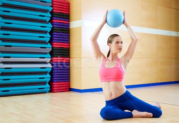 Foto stock: Pilates · mujer · estabilidad · pelota · ejercicio · gimnasio