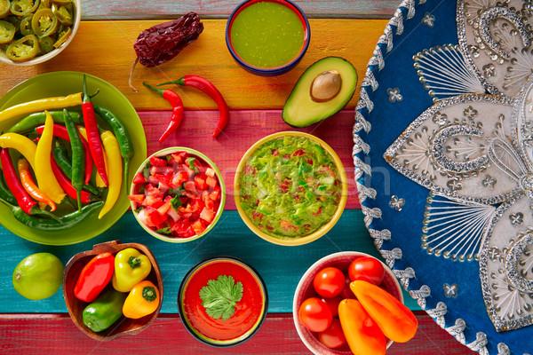 Meksykańskie jedzenie mieszany nachos chili sos cheddar Zdjęcia stock © lunamarina