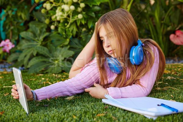Blond Kid fille photo herbe Photo stock © lunamarina