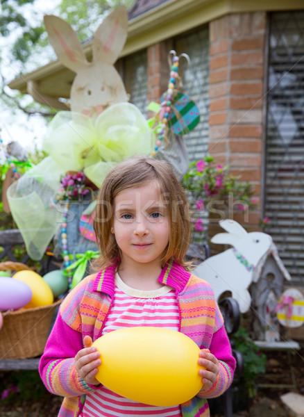 Páscoa loiro menina grande ovo Foto stock © lunamarina