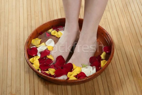 Aromaterapia fiori piedi bagno rosa petalo Foto d'archivio © lunamarina