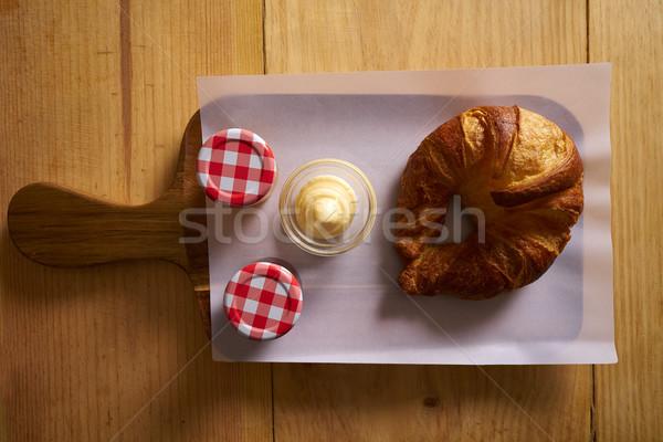 Kahvaltı kruvasan tereyağı reçel ahşap tahta Stok fotoğraf © lunamarina