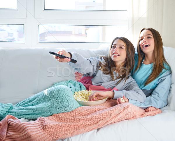 Melhor amigo meninas assistindo tv cinema casa Foto stock © lunamarina