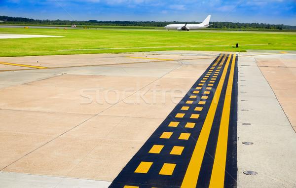 аэропорту тротуар самолета посадка трек улице Сток-фото © lunamarina