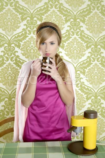 кофе ретро женщину Vintage Кубок кухне Сток-фото © lunamarina