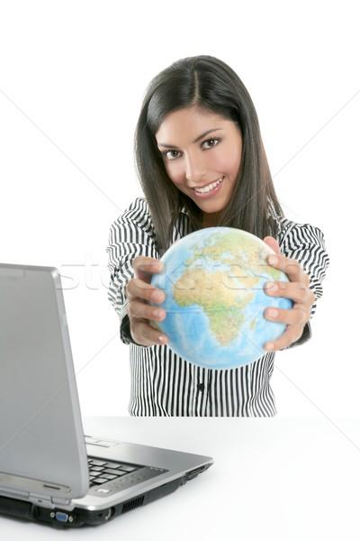 Foto stock: Morena · mujer · de · negocios · global · mapa · manos · comunicación
