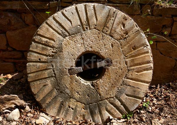 Kopott öreg malom kő kerék Spanyolország Stock fotó © lunamarina