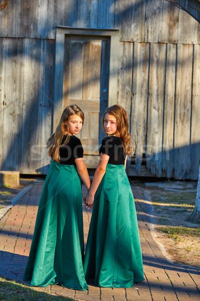 Hosszú ruha iker tini nővérek kéz Stock fotó © lunamarina