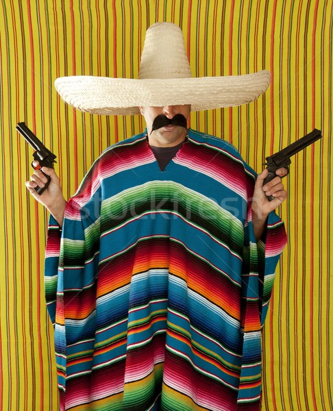 Haydut Meksika revolver bıyık geniş kenarlı şapka Stok fotoğraf © lunamarina