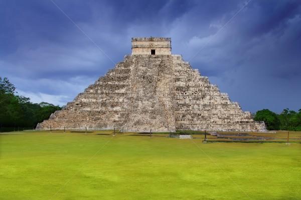 Chichen Itza el Castillo Kukulcan Mayan templey Mexico Stock photo © lunamarina