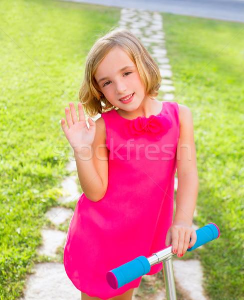ストックフォト: 子 · 幸せな女の子 · 演奏 · スクーター · 庭園 · 幸せ
