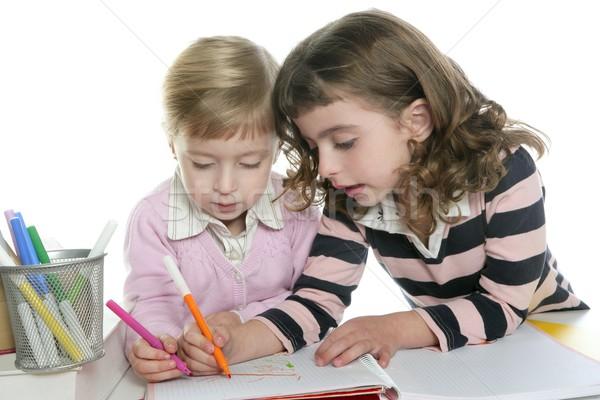 Foto d'archivio: Due · piccolo · sorella · studente · compiti · per · casa · insieme
