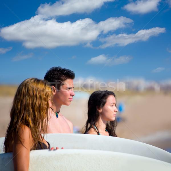 Adolescente surfers gruppo felice spiaggia shore Foto d'archivio © lunamarina