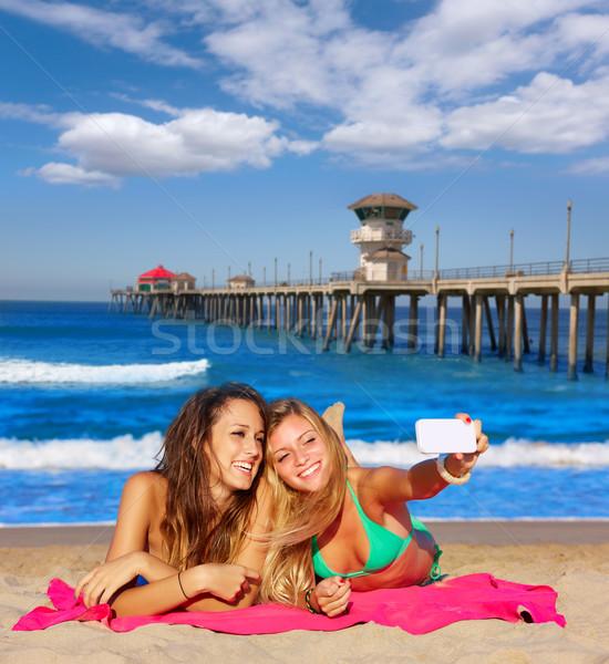 счастливая девушка друзей портрет песчаный пляж Калифорния фото Сток-фото © lunamarina