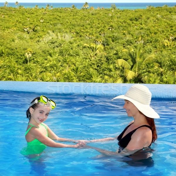 Stok fotoğraf: Kız · anne · yüzme · havuzu · tropikal · konum · kadın