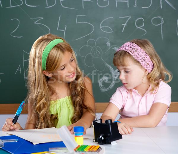 Stok fotoğraf: çocuklar · Öğrenciler · sınıf · yardım · diğer · okul