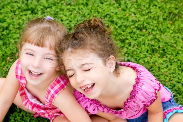 Crianças meninas risonho sentar-se grama verde sessão Foto stock © lunamarina
