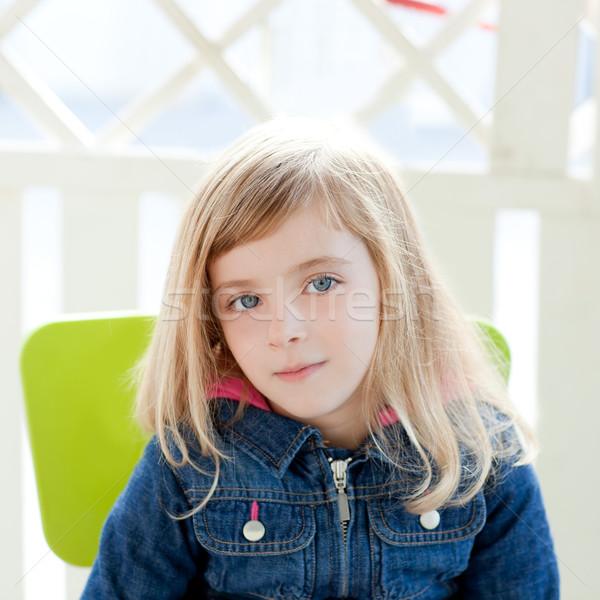 Yeux bleus Kid fille portrait extérieur s'asseoir Photo stock © lunamarina