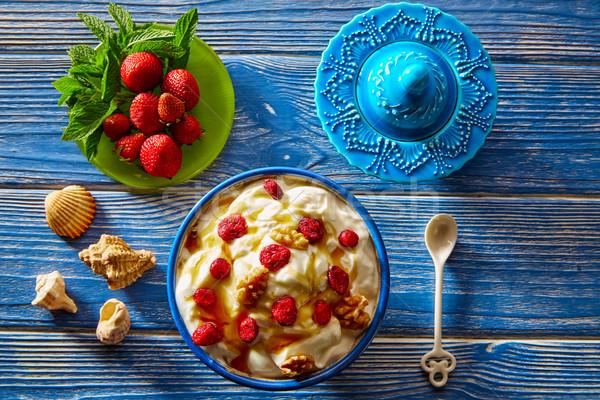 Yogurt rosso frutti di bosco dadi miele mediterraneo Foto d'archivio © lunamarina