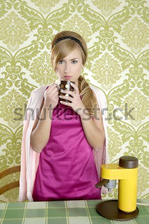ретро женщину питьевой клубника кухне Сток-фото © lunamarina