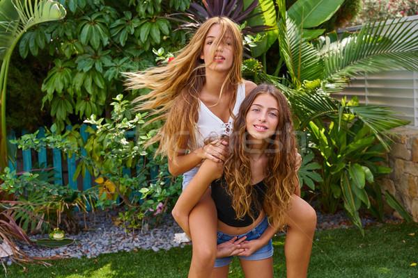 Legjobb barátok tini lányok háton udvar kert Stock fotó © lunamarina