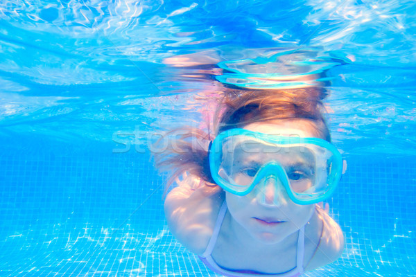 Blond enfant fille subaquatique piscine natation Photo stock © lunamarina
