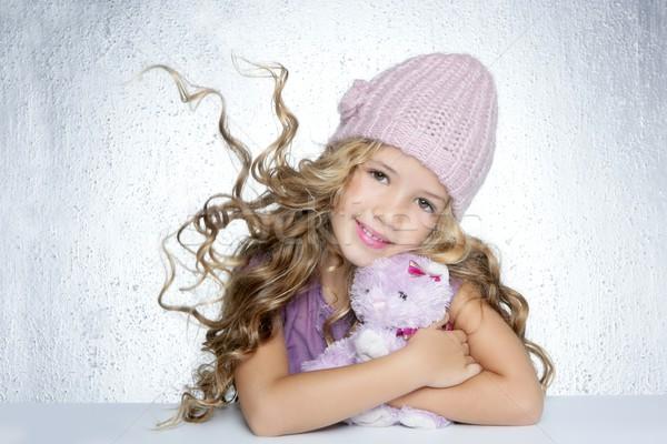Сток-фото: зима · моде · Cap · девочку · обнять · мишка