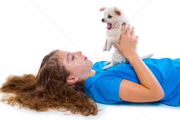 Nyugodt gyerek lány kutyakölyök ásít kutya Stock fotó © lunamarina
