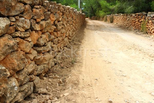 Alvenaria stonewall cerca em torno de areia solo Foto stock © lunamarina