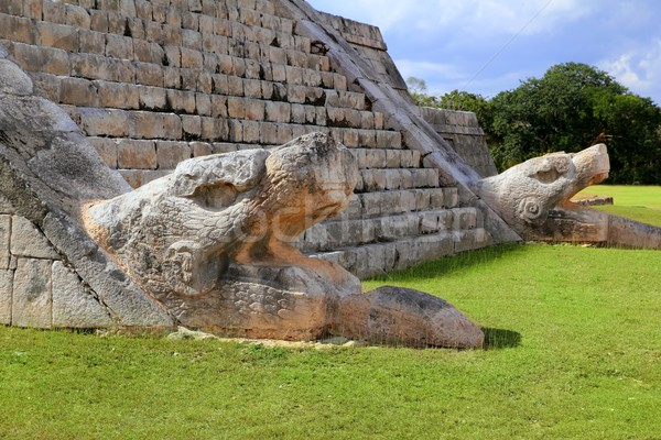 Kukulcan serpent El Castillo Mayan Chichen Itza Stock photo © lunamarina