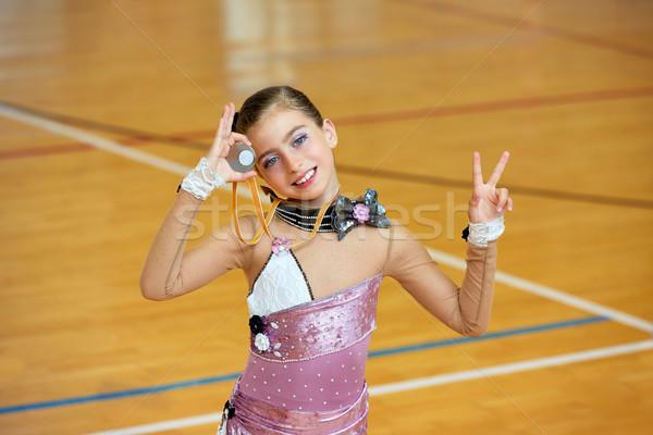Kid meisje ritmisch gymnastiek houten dek Stockfoto © lunamarina