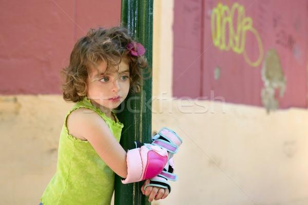 Kislány korcsolya biztonsági felszerelés ölelés pólus fény Stock fotó © lunamarina