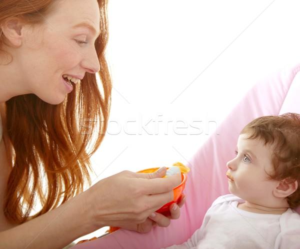 Stock fotó: Anya · etetés · baba · citromsárga · kanál · fehér