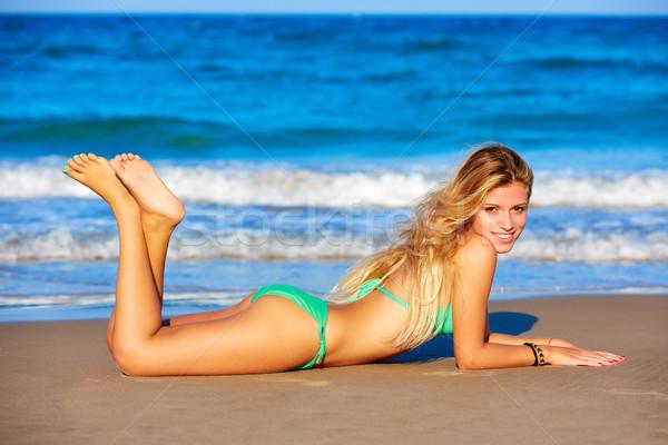 Szőke bikini lány fiatal tengerparti homok boldog Stock fotó © lunamarina