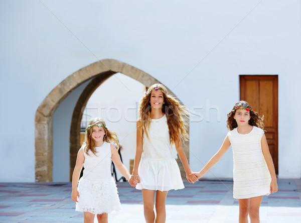 Dziecko dziewcząt spaceru strony morze Śródziemne w. Zdjęcia stock © lunamarina