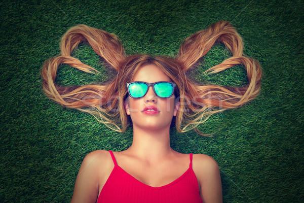 Blond teen girl włosy serca Zdjęcia stock © lunamarina