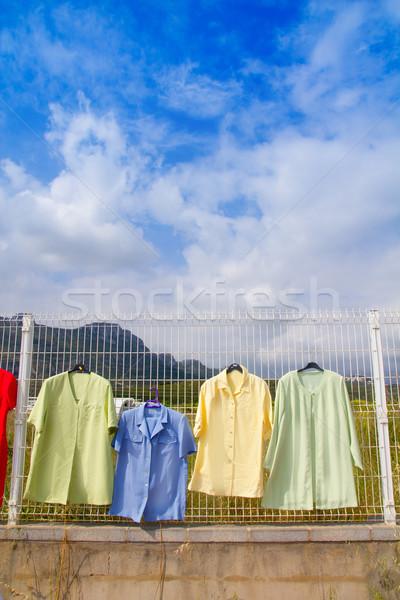 Divat szabadtér piac ruházat akasztás kerítés Stock fotó © lunamarina