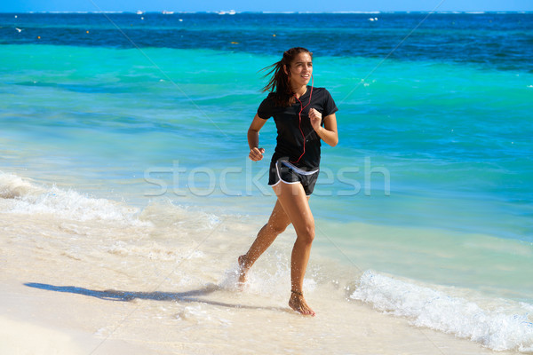 Meisje lopen caribbean wal strand sport Stockfoto © lunamarina