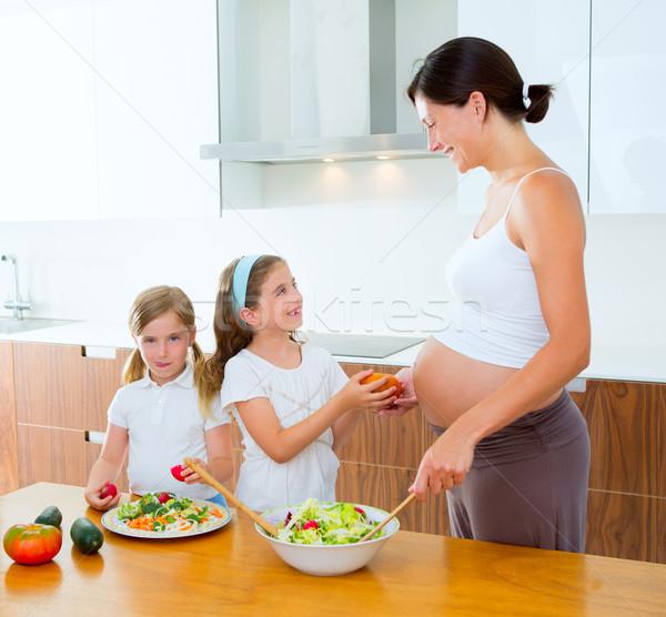 Bella incinta madre cucina baby ragazzi Foto d'archivio © lunamarina