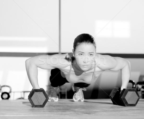 Gymnase femme exercice crossfit Photo stock © lunamarina