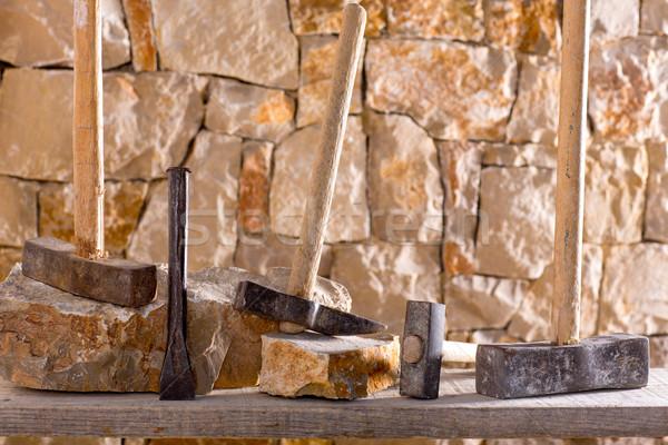çekiç araçları duvarcılık çalışmak mason taş duvar Stok fotoğraf © lunamarina
